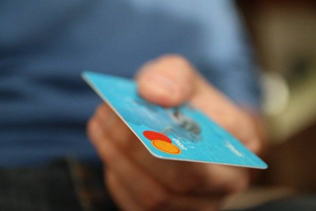 Why Credit Cards are Dangerous (It's Because They Feel Good)