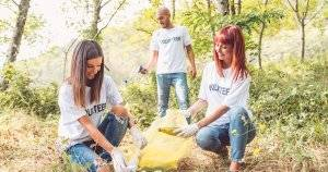 4 Ways to Give Back to Your Community This Spring