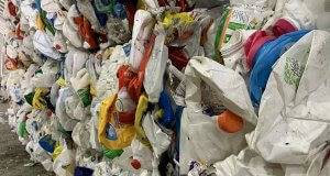 4 Ways to Reduce the Amount of Plastic You Use