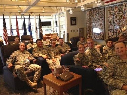 Contemporary photo of servicemen and women in the lounge.