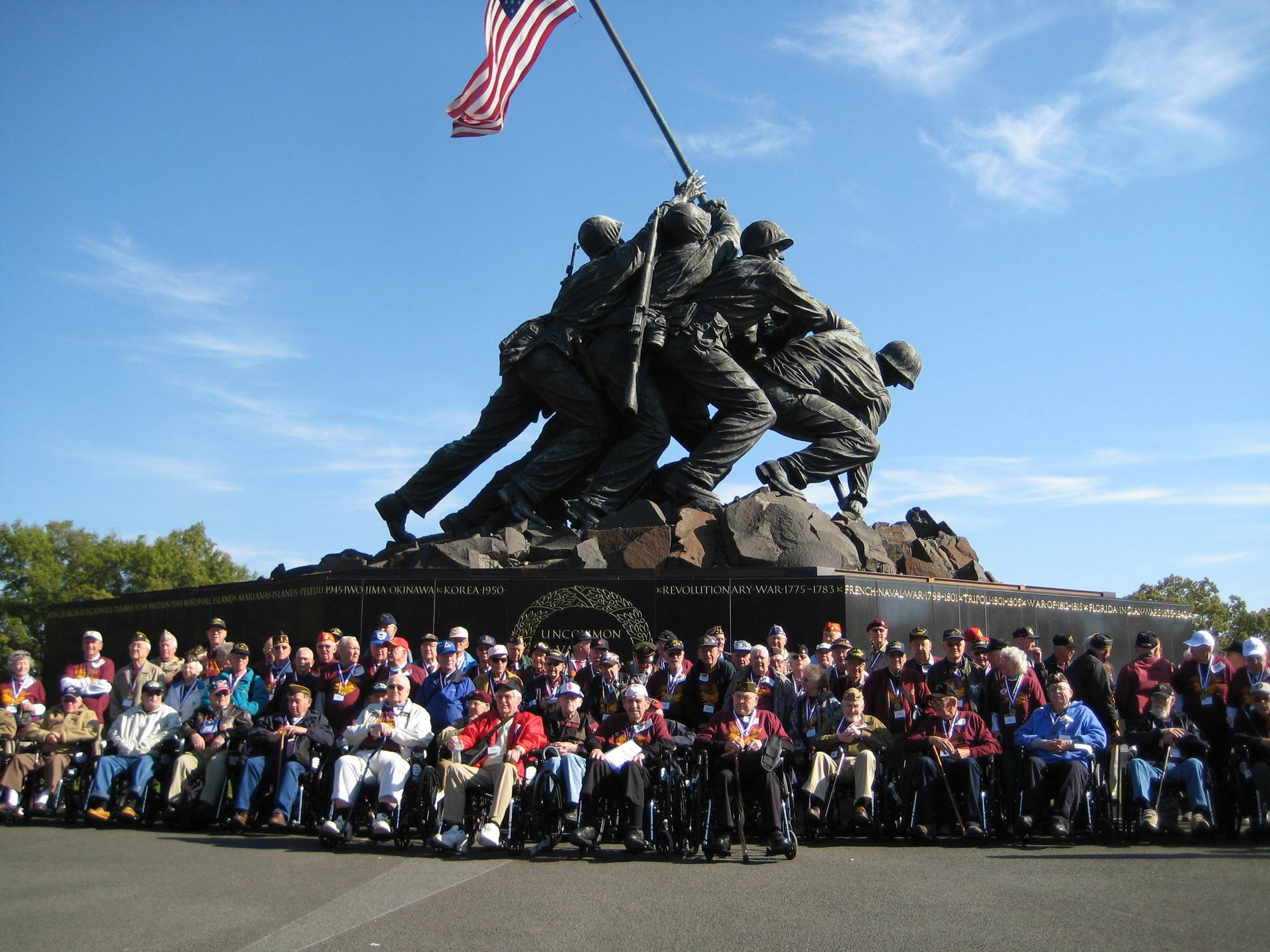 Contemporary photo of a large group of people in front of the Marine Corps/Iwo Jima War Memorial.
