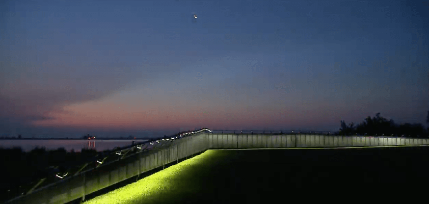 The Wall That Heals at dusk